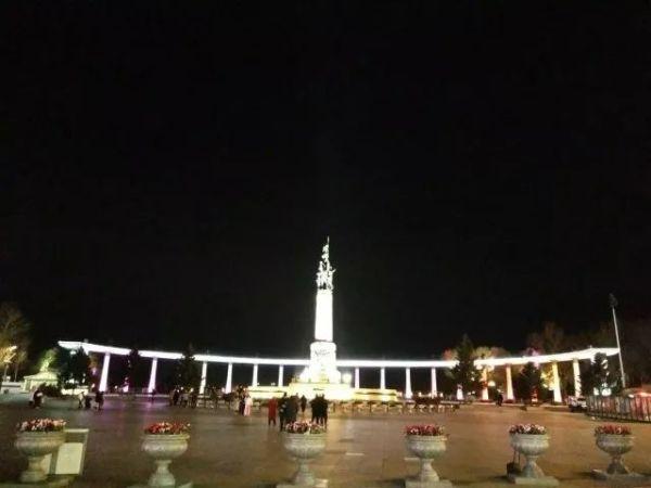 防洪纪念塔.夜图片