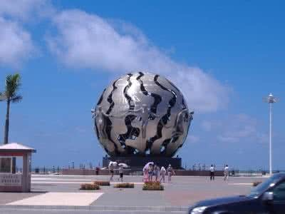 北部湾广场 百年老街  外沙海鲜岛  北海银滩一日游