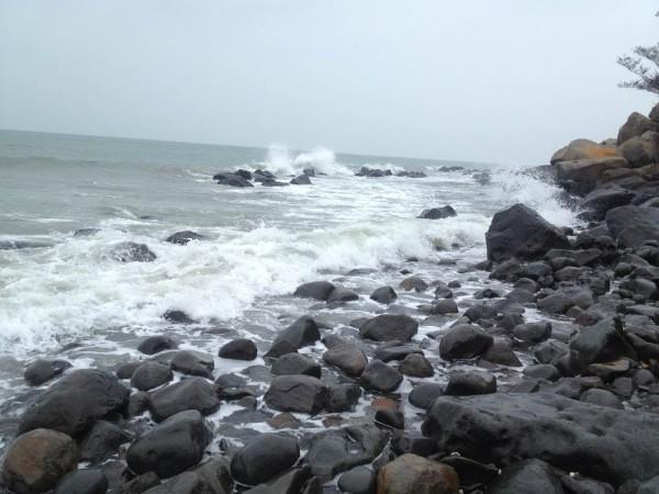 硇洲岛 游记         岛上旅游景点有硇洲灯塔,那晏沙滩,火山岩,黑石