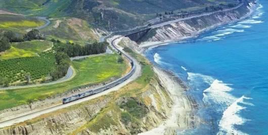 加州一号公路 海岸星光号双层海景火车 西班牙风情小镇圣塔芭芭拉一