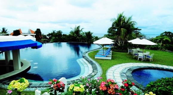【中文服务】蓝点下午茶 巴厘岛 无边泳池 玻璃教堂 蓝点spa rock bar