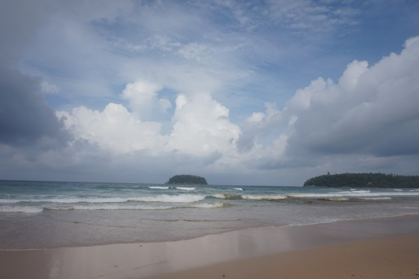 今天我们的行程是珊瑚岛玩儿拖曳伞和皇帝岛浮潜