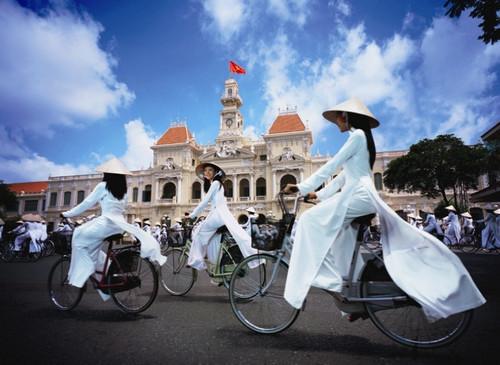 寻找一群志同道合的人,一起去玩耍,目前两女一男,自由行越南,期待大家的加入!