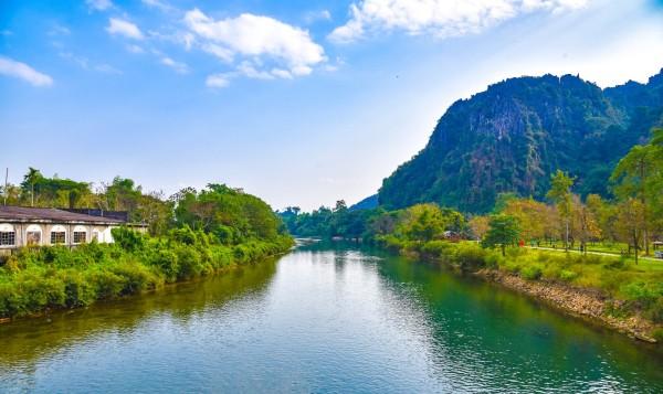 个人准备2张大1寸照(2寸也行),记得照片要清晰,最好是白底,免得给老挝