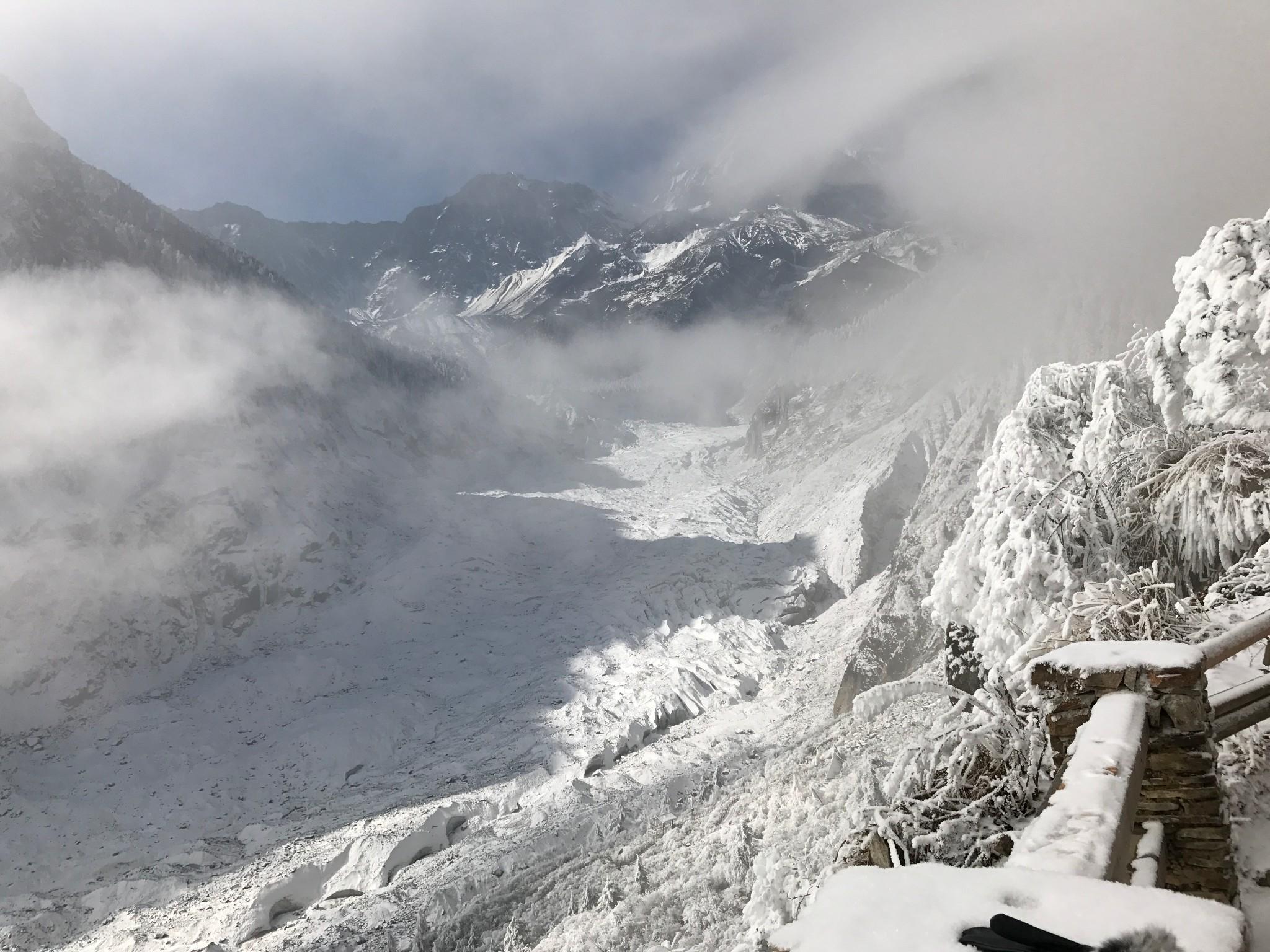 chengdu HaiLuoGou Glacier tour