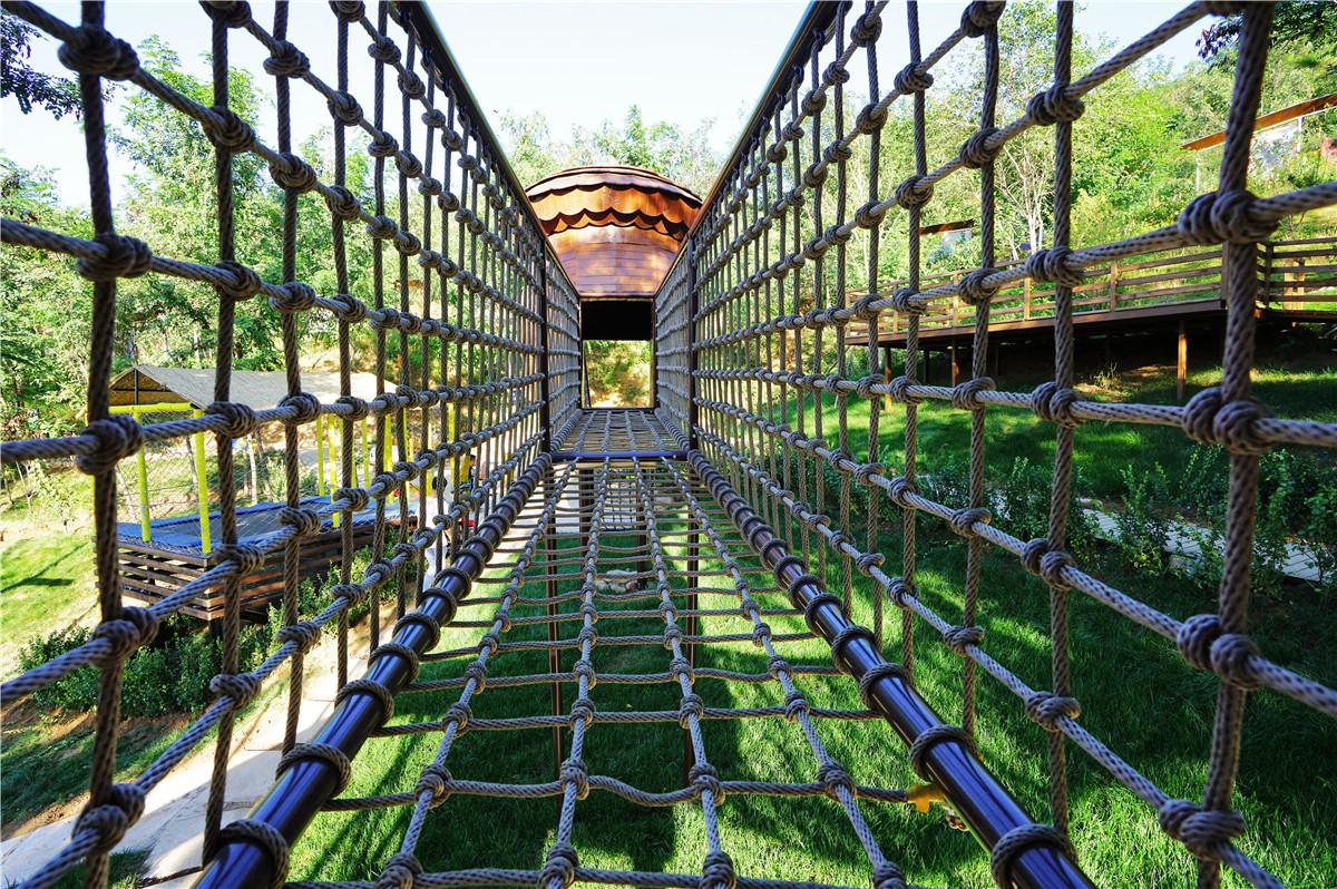 以松鼠为主题的儿童亲子乐园,整个园区由松鼠乐园,高端民宿,生态餐厅