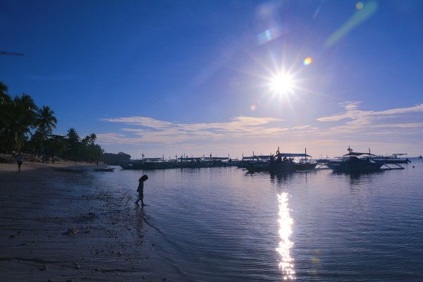 网上盗的图,航拍视角,薄荷岛的海正如他的名字,拥有着薄荷一般的