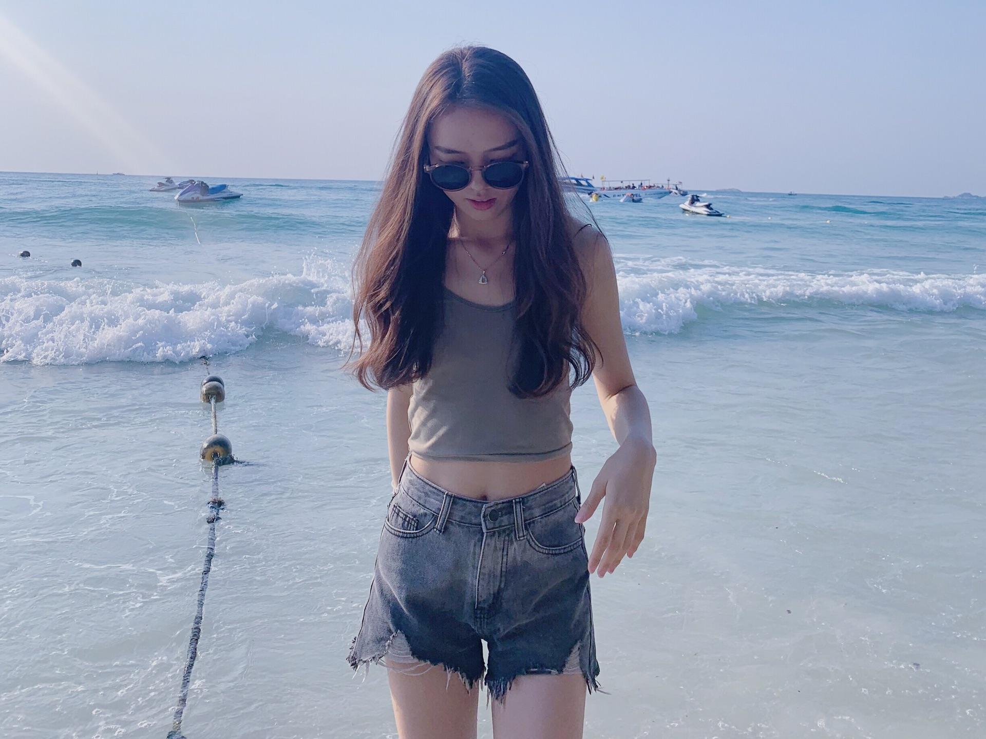 Beauty travels in Bangkok alone