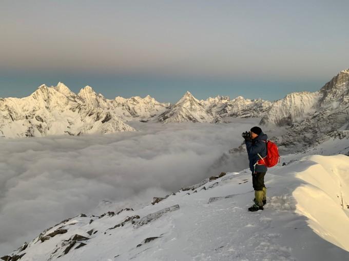 注意防寒保暖:高原天气特点是:气温低,一般海拔每上升1000 米,气温