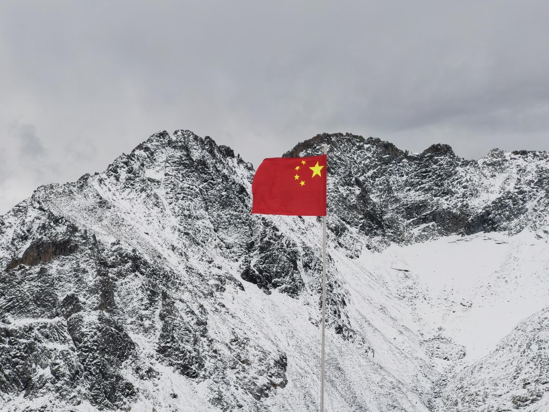 毕棚沟—达古冰川之秋叶雪景图_游记