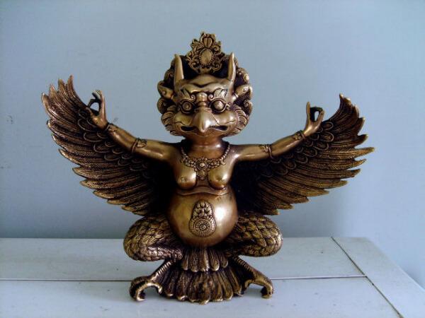 崇圣寺出土的大鹏金翅鸟铜像(现在在寺院门口可以看到很大的一个)