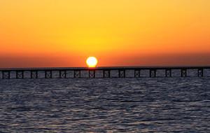 【红海图片】璀璨红海__东边日出西边月