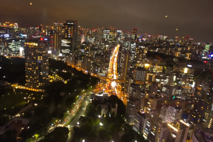 都市雨夜高楼风景