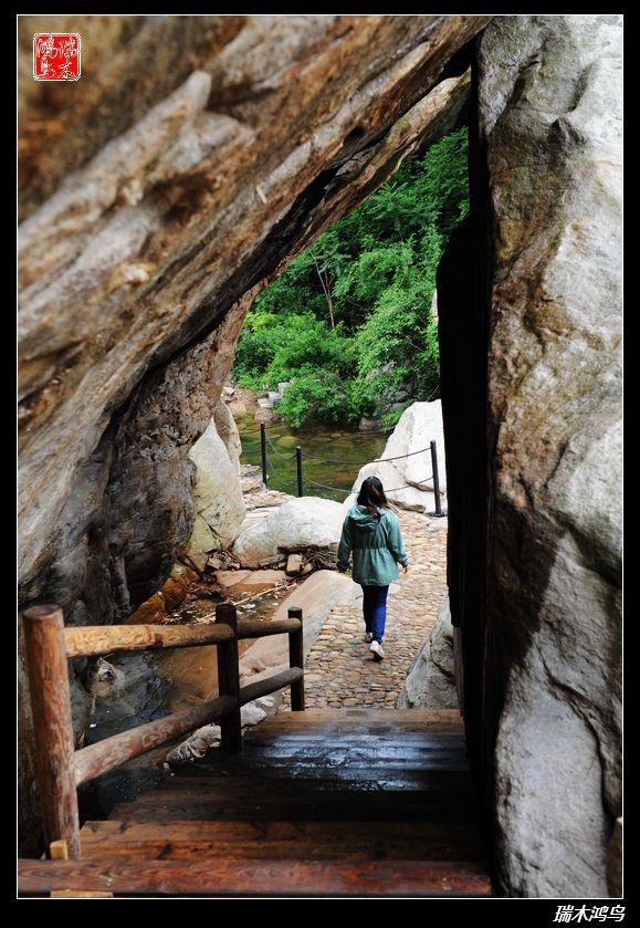 东磊自然风景区位于连云港市云台山南麓,距市中心新浦15公里,花果