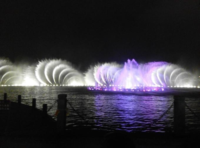 西湖音乐喷泉        图片