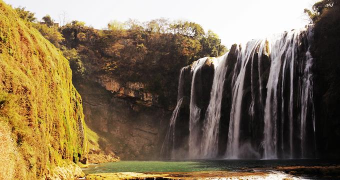 贵州秀丽古朴,风景如画,是世界上岩溶地貌发育最典型的地区之一,有最