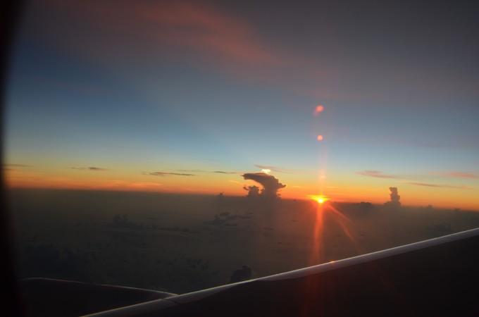 飞机上看日出