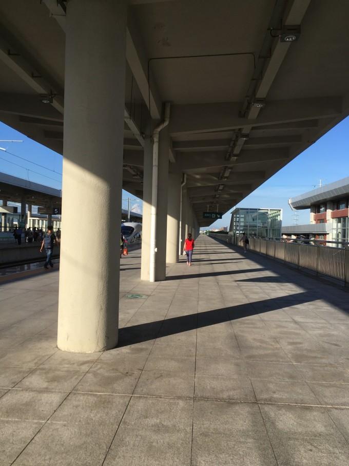 吃饱就去高铁站了  三天的汕头南澳之旅将要结束  喷火蝙蝠云  像吗?