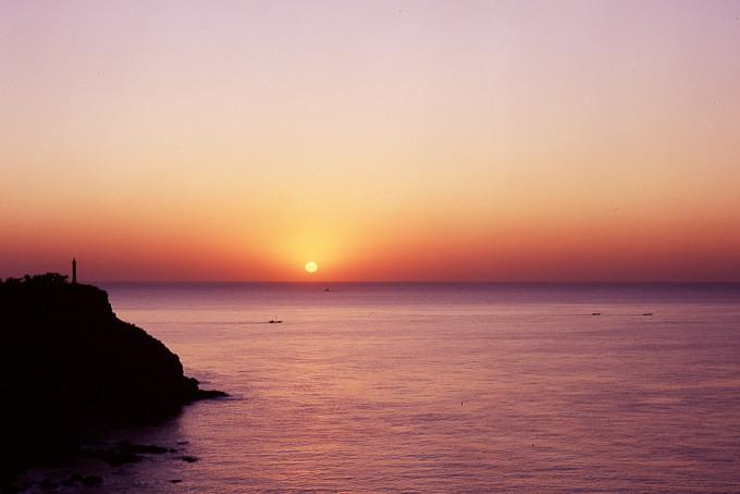 太阳从海面升起,也将从海面落下