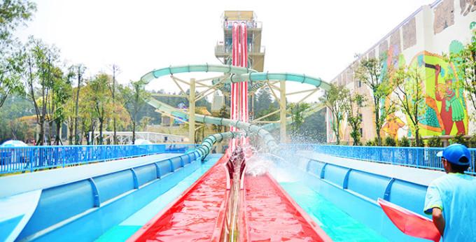 武汉玛雅海滩水世界,有很多娱乐项目,比如垂直滑道,大回环,四驱