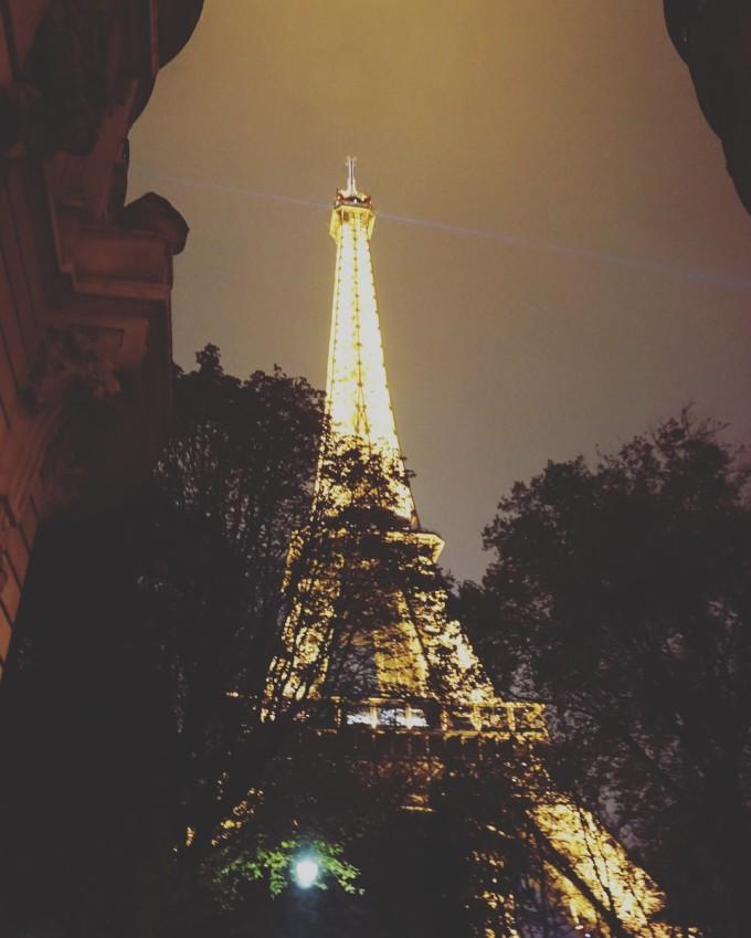 雨天埃菲尔铁塔美图