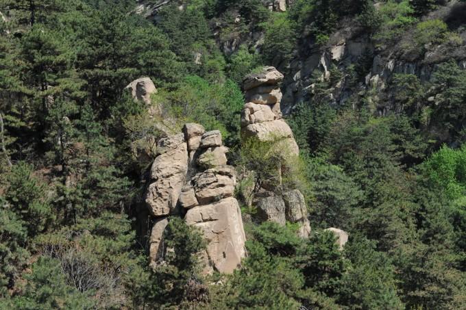闾山国家森林公园大朝阳景区建成于1993年,位于闾山东侧中部,北镇市