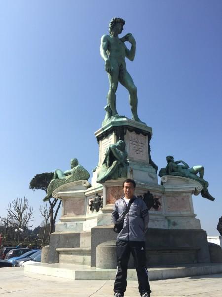 大卫雕像侧面,正面一直有人,根本排不到