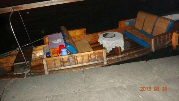 北京 河南/停在湖边的小船