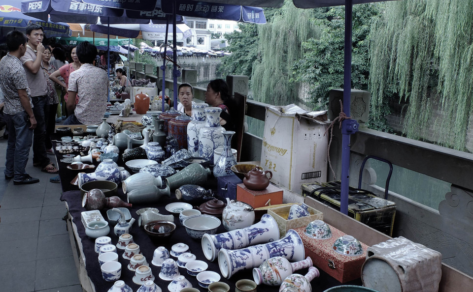 chengdu Songxianqiao Antique Market